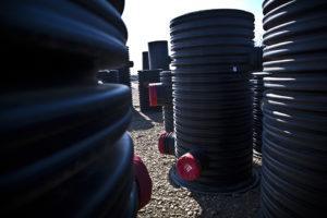 При выборе канализационного колодца учитывают параметры