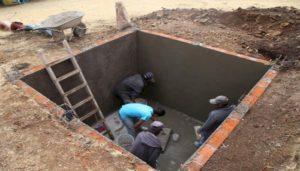 Чем закрыть выгребную яму