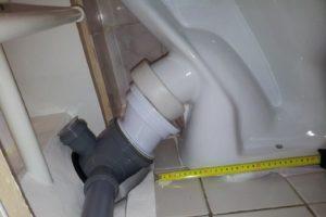 Для унитаза использовано косой отвод для канализации