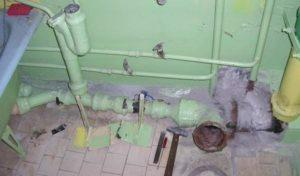 Демонтаж старой системы канализации