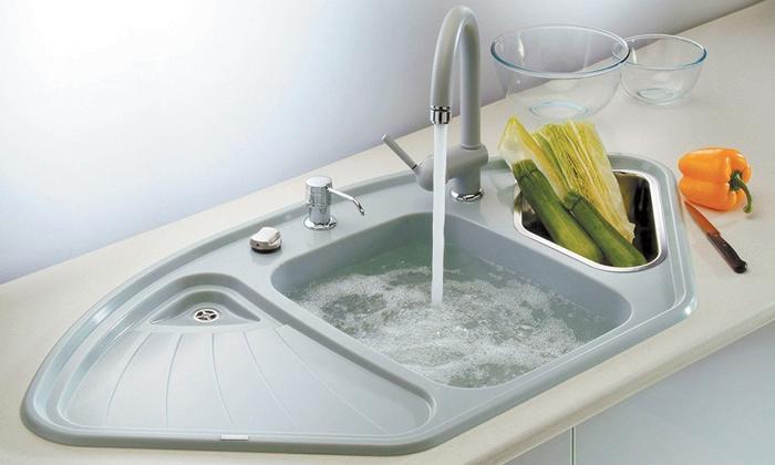 Вода в раковине не проходит.